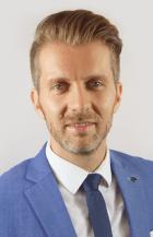 Christian Sagmeister leitet den Geschäftsbereich Bahnsysteme der ÖBB Infrastruktur AG. Er ist somit für die Sicherstellung der Verfügbarkeit, Sicherheit und den wirtschaftlichen Betrieb der Energie- und Telekomnetze, sowie der Leit- und Sicherungssysteme verantwortlich. Außerdem ist die Sicherstellung der Energieversorgung des ÖBB Konzerns über die Erzeugung und Verteilung von Bahnstrom, sowie der Einkauf und Verkauf von Energie Kernkompetenz des GB Bahnsysteme. In der Vergangenheit hat Hr. Sagmeister unter anderem die Implementierung des österreichweiten digitalen Zugfunksystems geleitet und ist langjähriges Mitglied unterschiedlicher internationaler Gremien rund um den Bereich Schiene und Bahnsysteme.