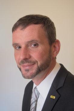 Mag. Helmut Beigl leitet seit 2011 die Abteilung Mobilitätsinformationen des ÖAMTC. Kernaufgabe ist der Betrieb und die Weiterentwicklung von smarten Informationsservices für die Club-Mitglieder. Die Dienste und Services des ÖAMTC verstehen sich als unterstützender Alltagsbegleiter für individuelle Mobilitätsentscheidungen. Schwerpunkte der Weiterentwicklung sind Personalisierung, Verknüpfung der Informationen unterschiedlicher Verkehrsträger sowie pro-aktive Daten-Übermittlung. Beigl ist innerhalb des ÖAMTC auch für die Verkehrsauskunft Österreich GesmbH, an der der Club beteiligt ist, verantwortlich. Ebenso wie für die Mitarbeit an diversen nationalen vom BMVIT initiierten Kooperationsprojekten zur Verbesserung der in Österreich verfügbaren Mobilitätsinformationen und der Auskunftssysteme.